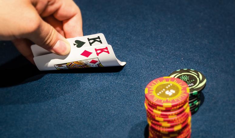 Tips Menghancurkan Lawan Poker Online